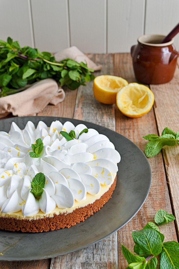 Spicy biscuit lemon meringue pie
