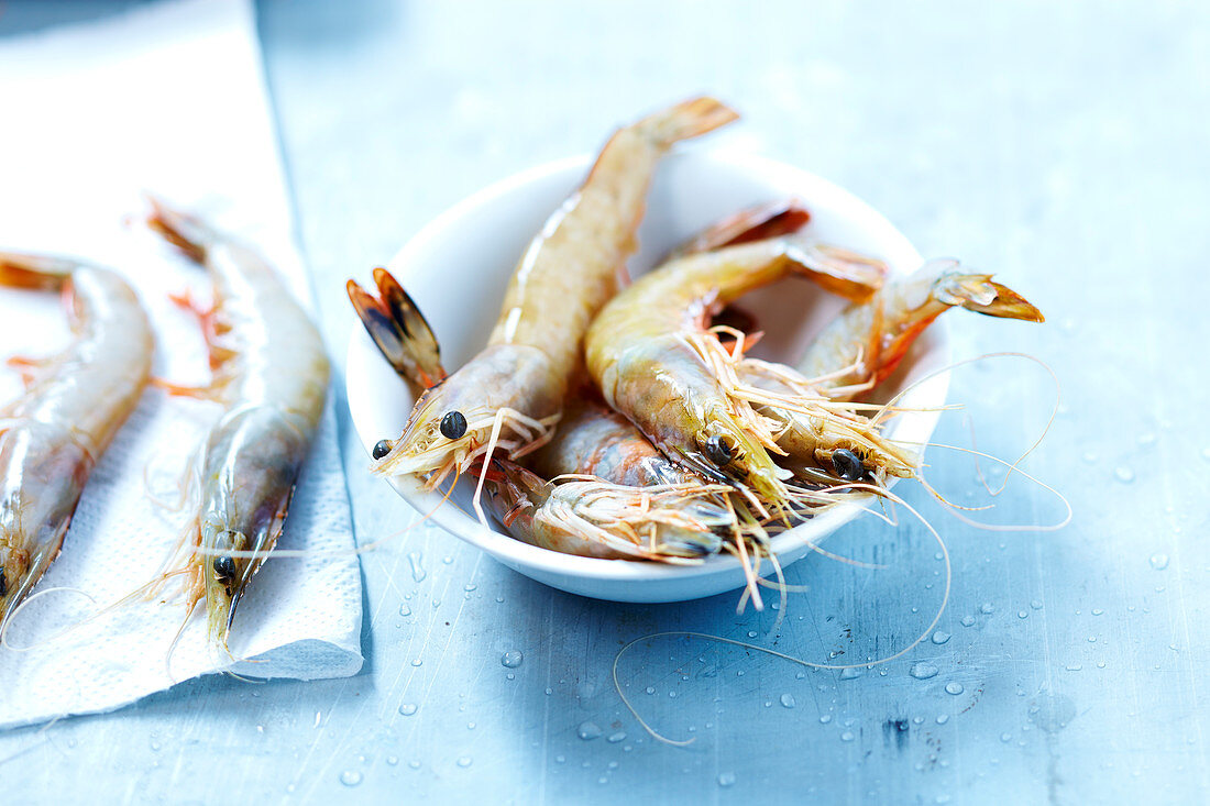Whole raw shrimps