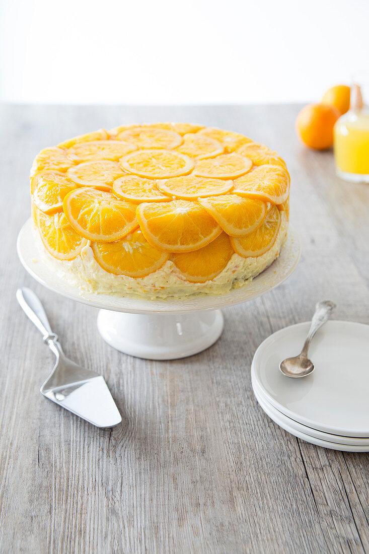 Torte mit kandierten Orangenscheiben