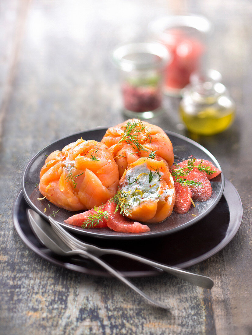 Smoked salmon ballottines with fresh goat cheese, pink grapefruit, dill and pink berries