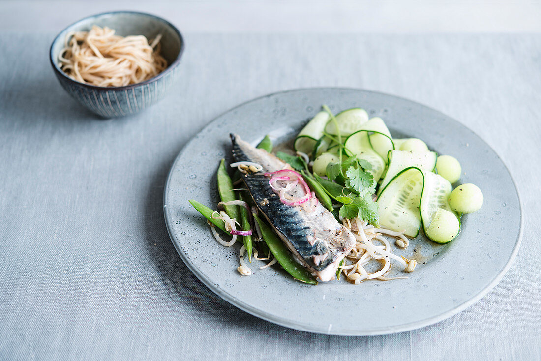 Mackerel noodles cucumber