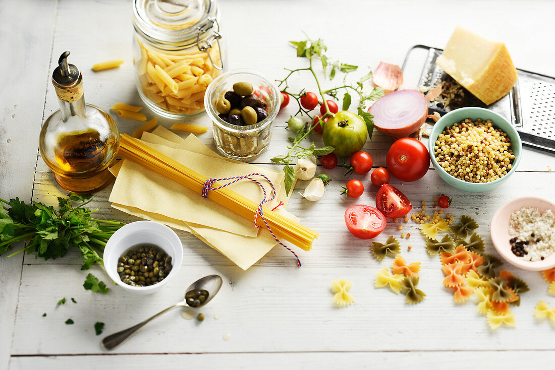 Ingredients to prepare pasta dishes