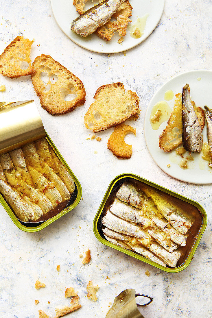 Canned roasted sardines with ginger