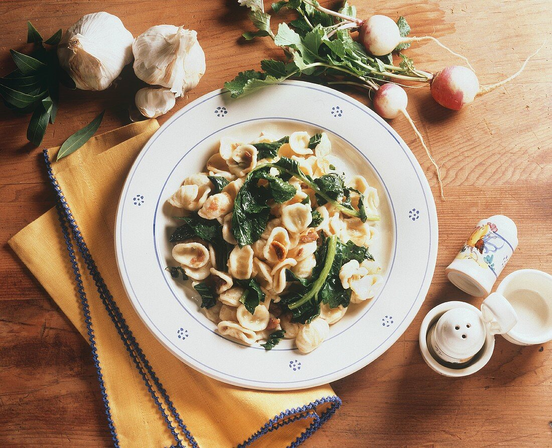 Orecchiette con le foglie di rape (Pasta with turnip greens)