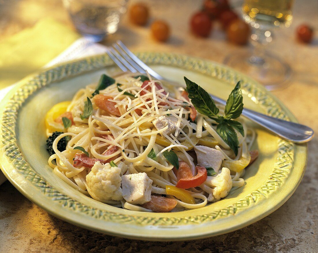 Fettuccine alla barese (Pasta with chicken and vegetables)