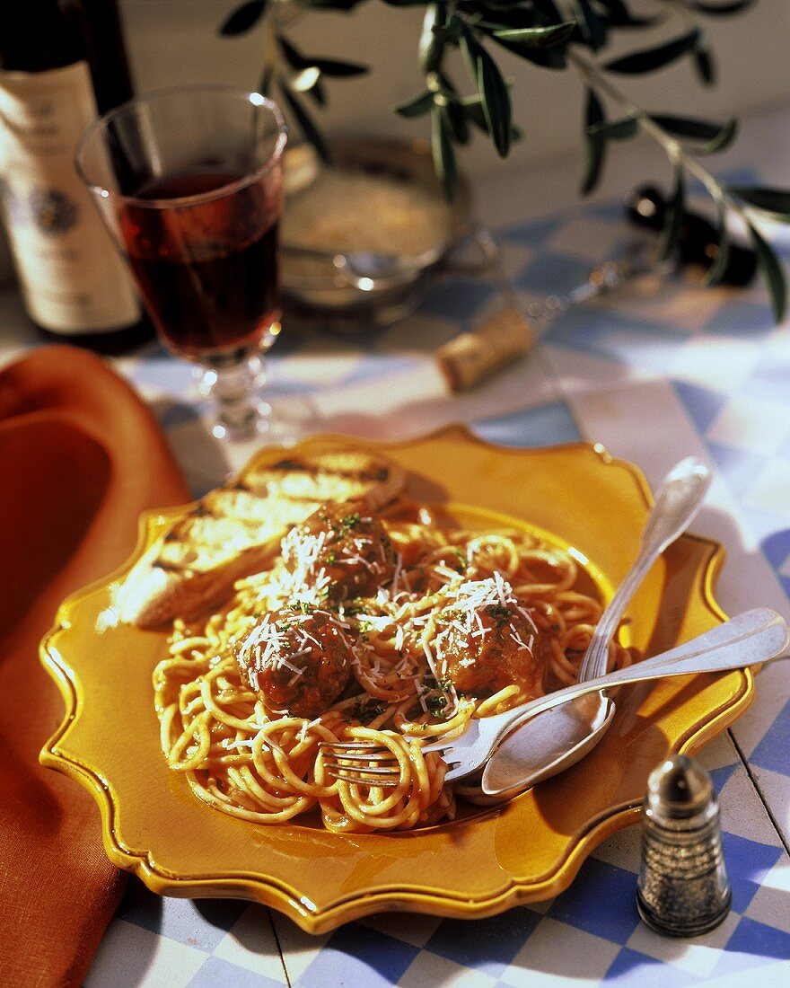 Spaghetti and Meatballs with Grilled Bread