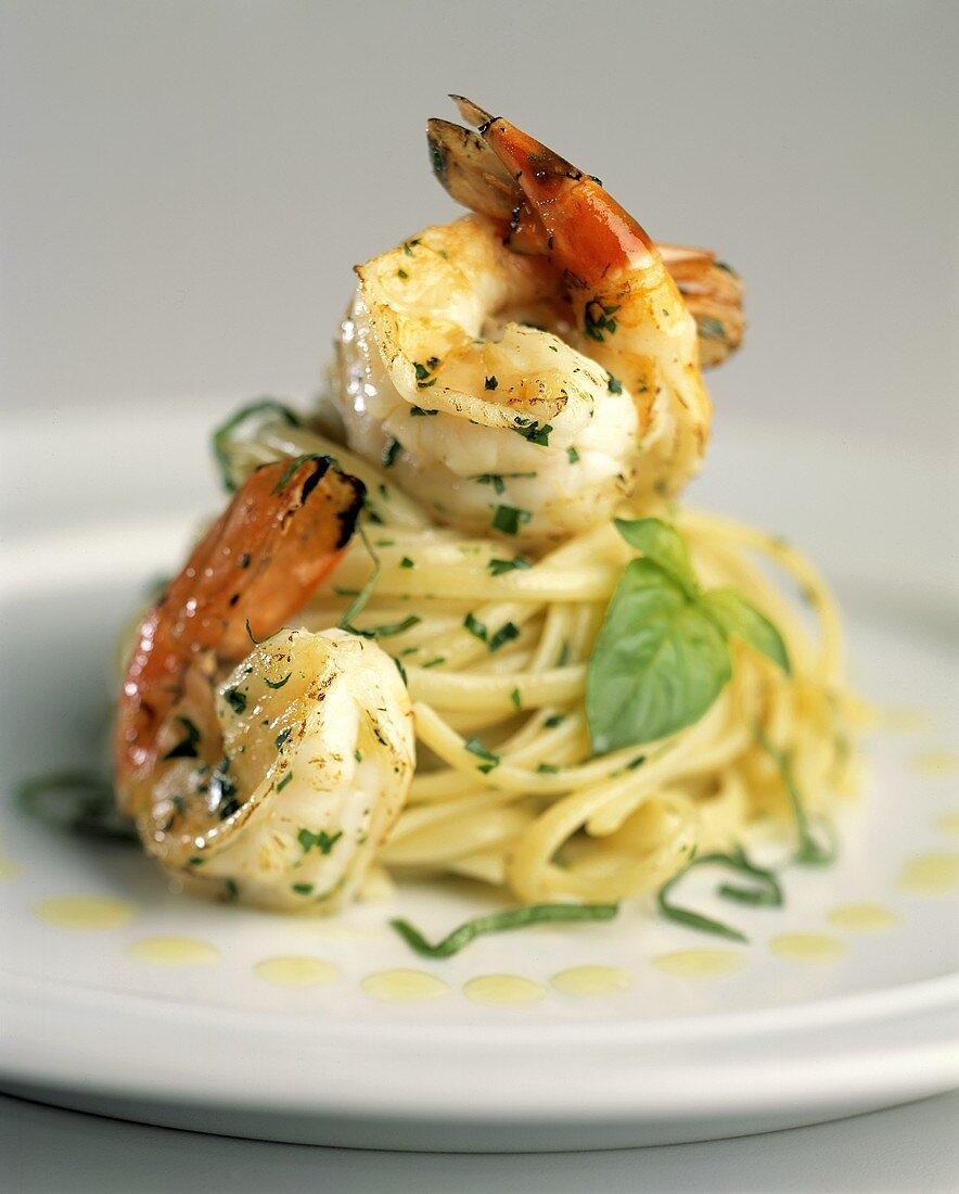 Linguine alla genovese (Pasta with basil and prawns)