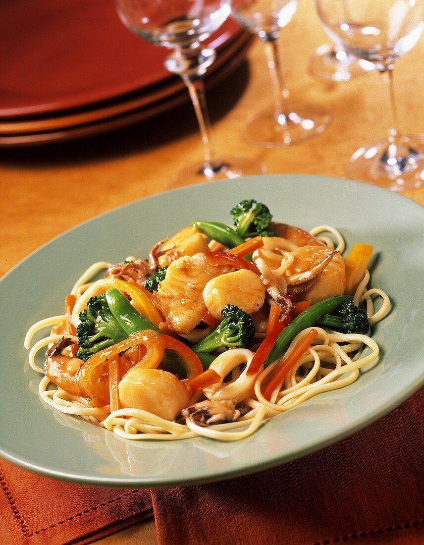 Spaghetti alla veneziana (Spaghetti with vegetables & seafood)