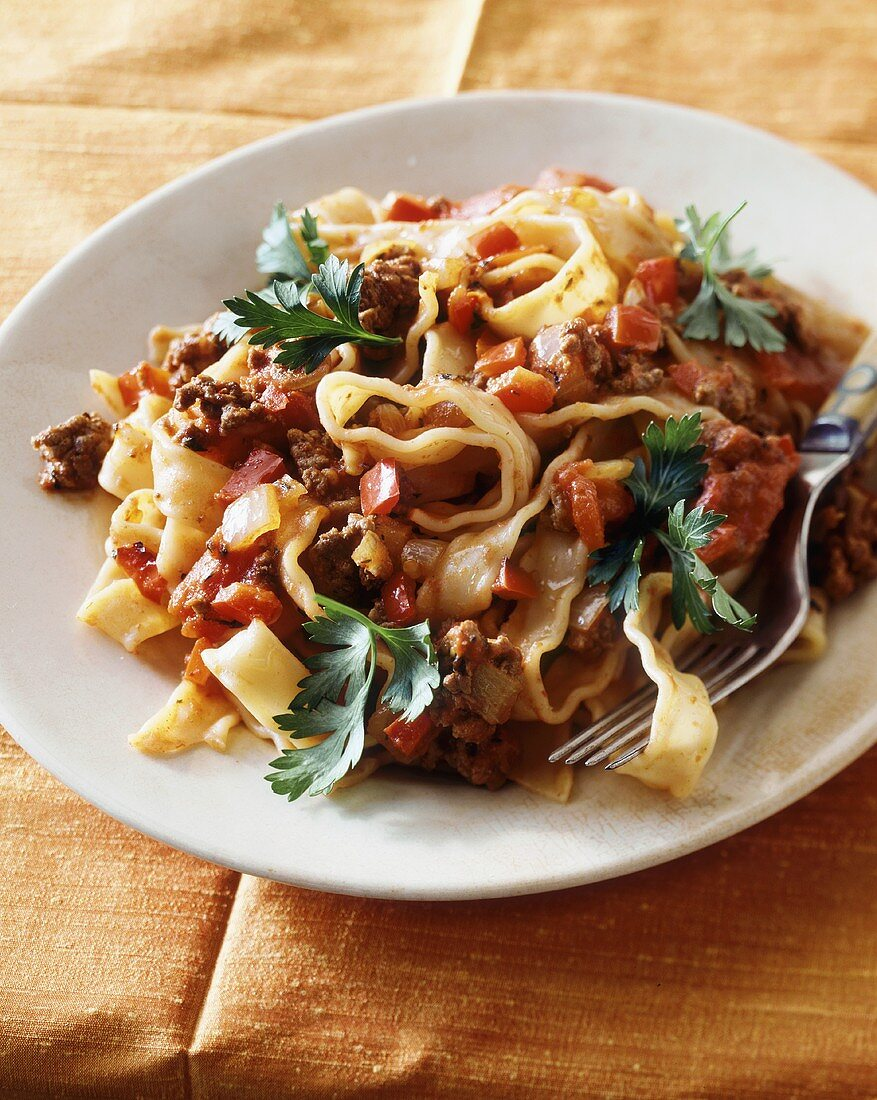 Ribbon pasta with tomatoes, mince and peppers