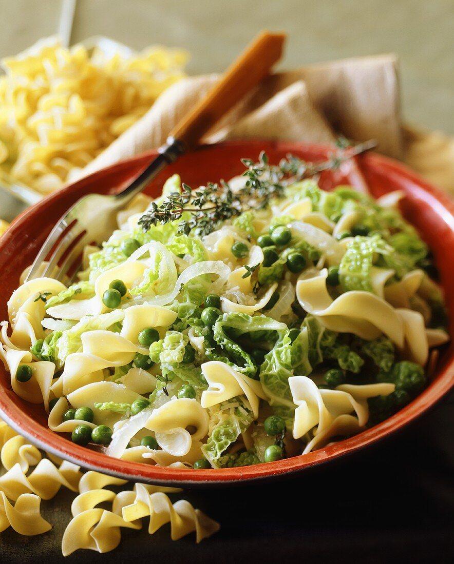 Pasta spirals with savoy cabbage and peas