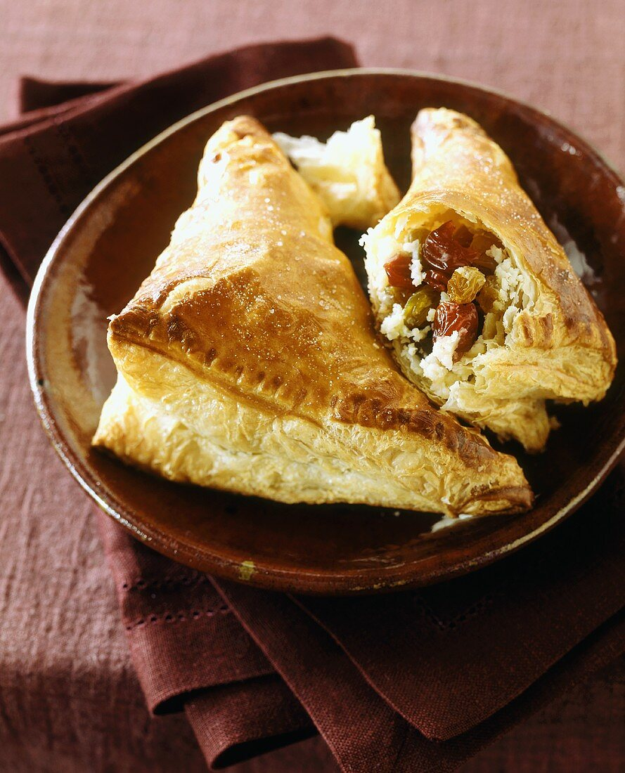 Cheese, dried cranberry and raisin pasties (puff pastry)