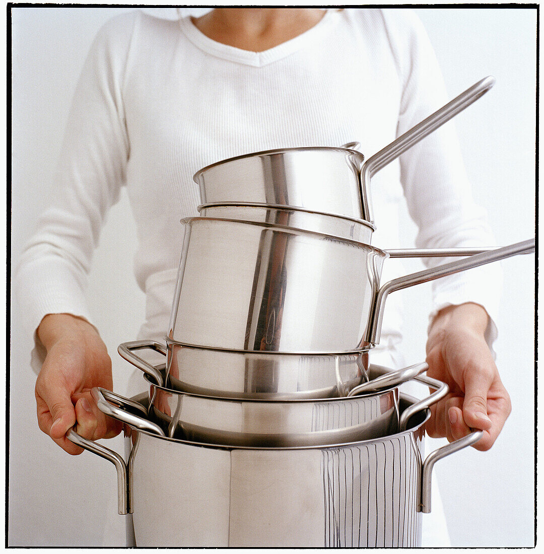 Adult, Adults, Anonymous, Carry, Carrying, Color, Colour, Contemporary, Cooking utensil, Cooking utensils, Cuisine, Female, Heap, Heaped, Heavy, Hold, Holding, Housewife, Housewives, Housework, Human, Indoor, Indoors, Inside, Interior, Kitchenware, Many,
