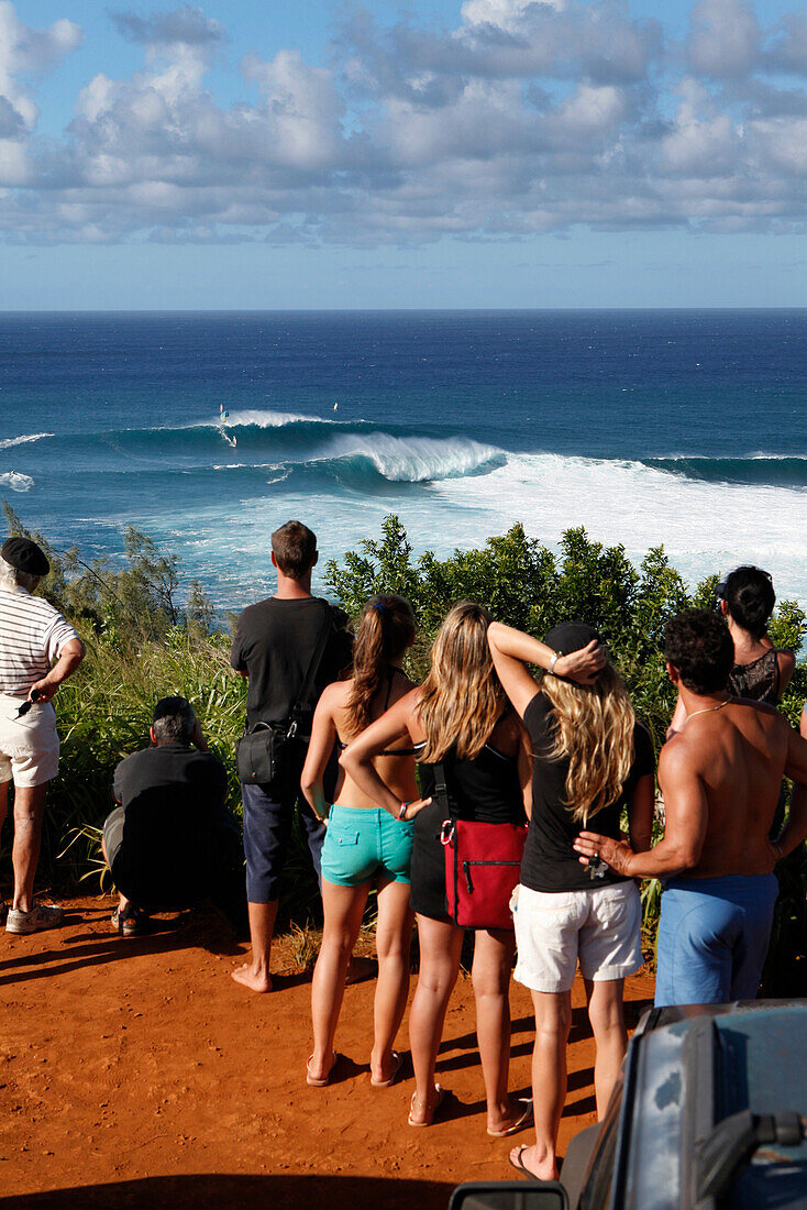 USA, Hawaii, Maui, spectators watch windsurfers on large waves at a break called Jaws or Peahi