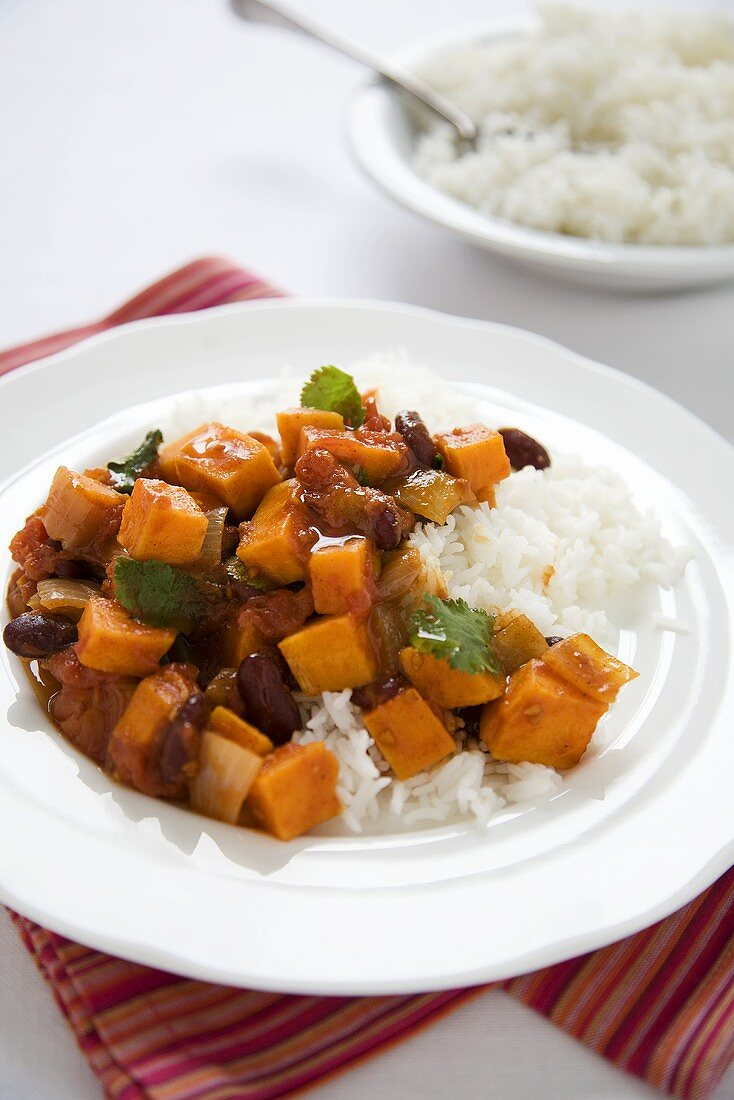 Sweet Potato and Kidney Bean Chili with White Rice