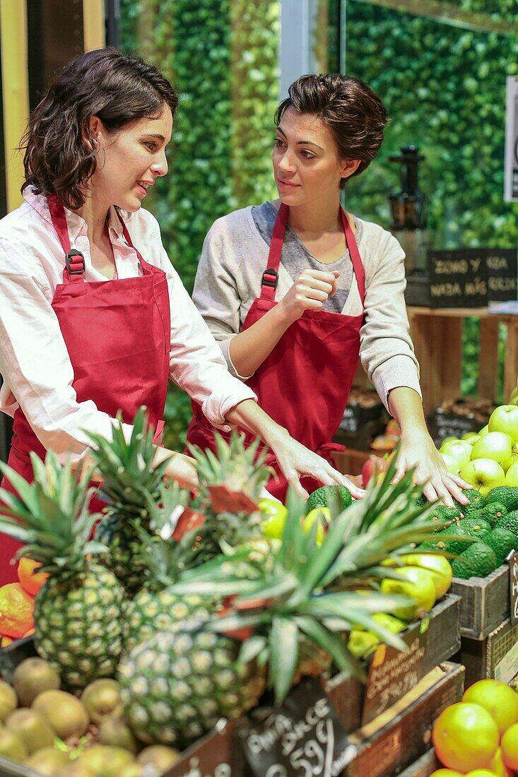 Health food store, Green Supermarket, Organic grocery store, Donostia, San Sebastian, Gipuzkoa, Basque Country, Spain, Europe