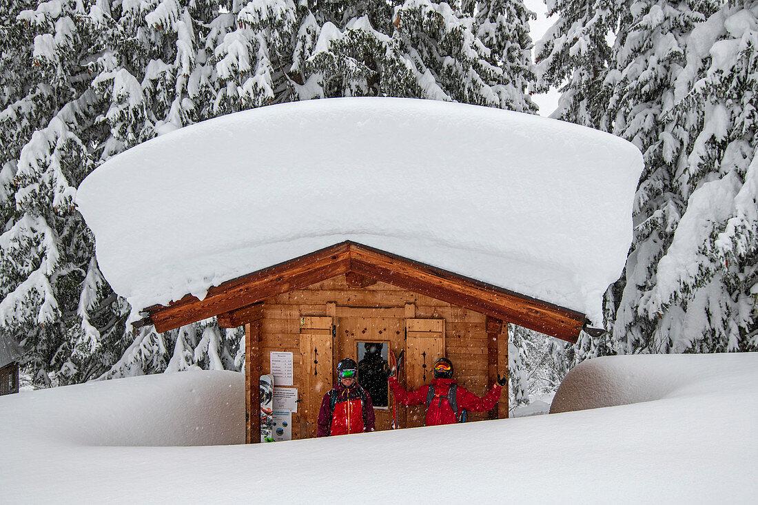 January, winter, skiing, skiing, deep snow, powder, Hochzillertal, Tyrol, winter sports, snow masses, toll house, Zillertaler Höhenstrasse, roof, snow load, heavy