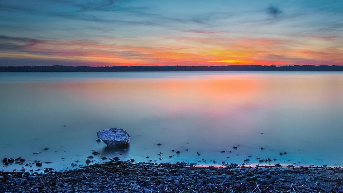 Sonnenuntergang am Starnberger See, St. Heinrich, Bayern, Deutschland