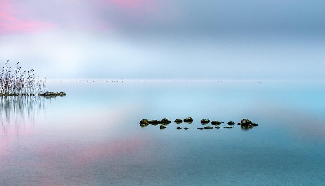 Herbstliche Morgenstimmung am Starnberger See, Bernried, Bayern, Deutschland