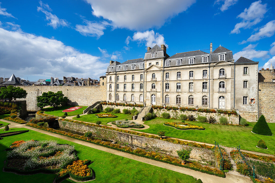 View of the Château de l'Hermine in Vannes, Morbihan, Brittany, France, Europe