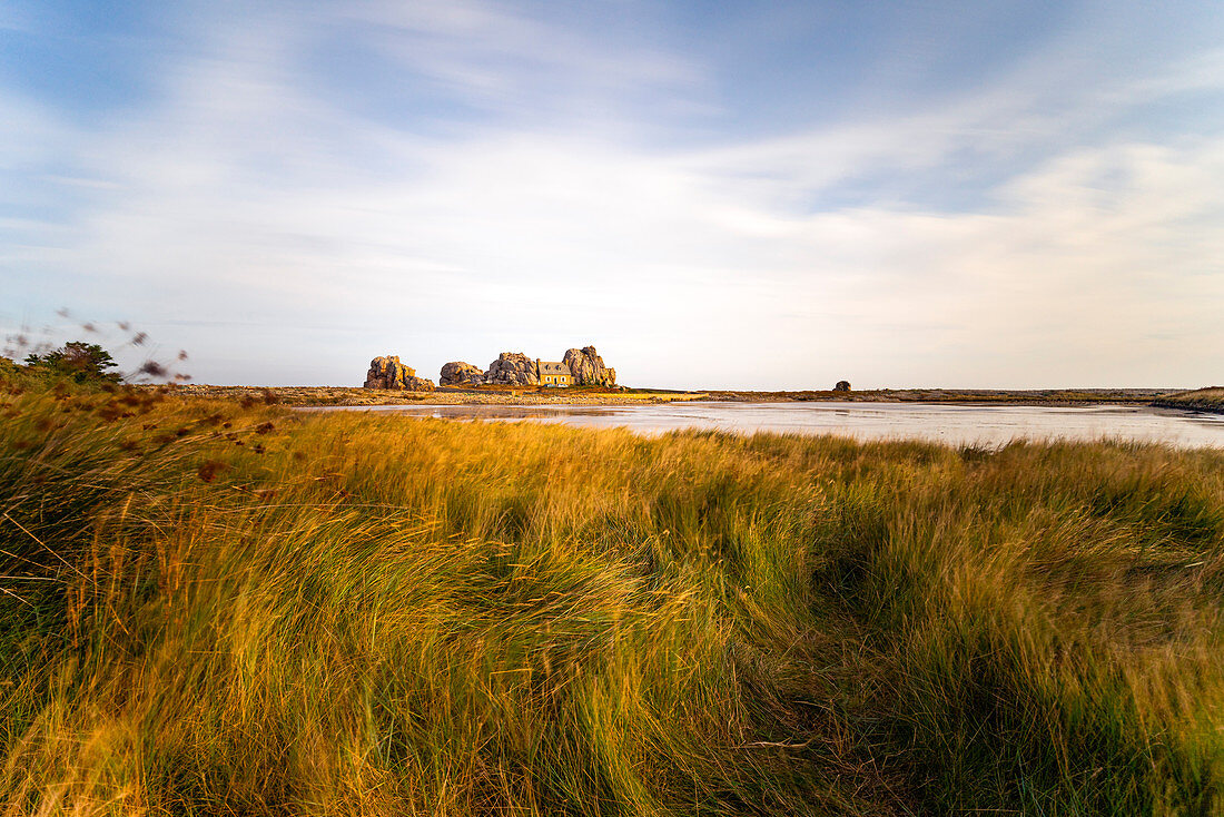 The house between the rocks, Le Gouffre, Plougrescant, Atlantic, Dept. Cotes-d'Armor, Brittany, France, Europe