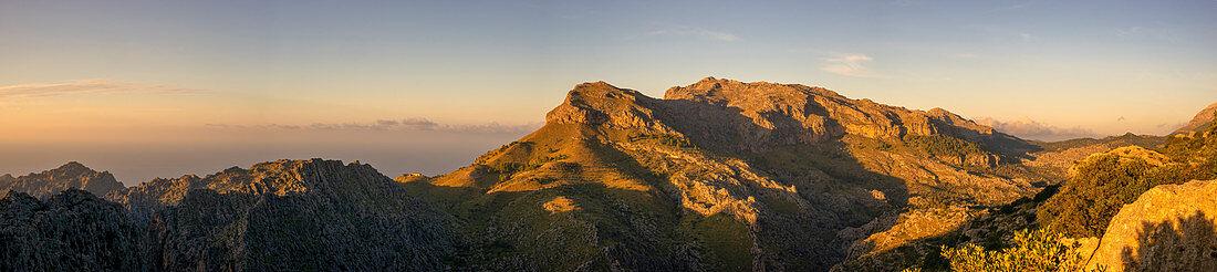 Absndstimmung on the west coast of Mallorca, Balearic Islands, Spain, Europe
