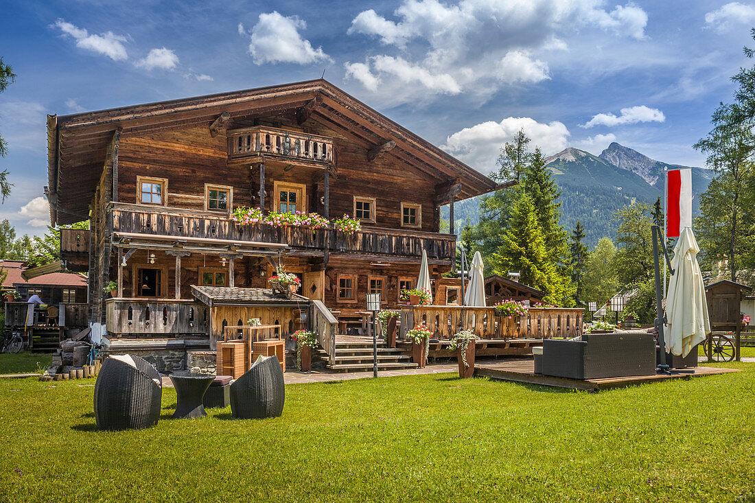 Historischer Berggasthof bei Seefeld in Tirol, Tirol, Österreich