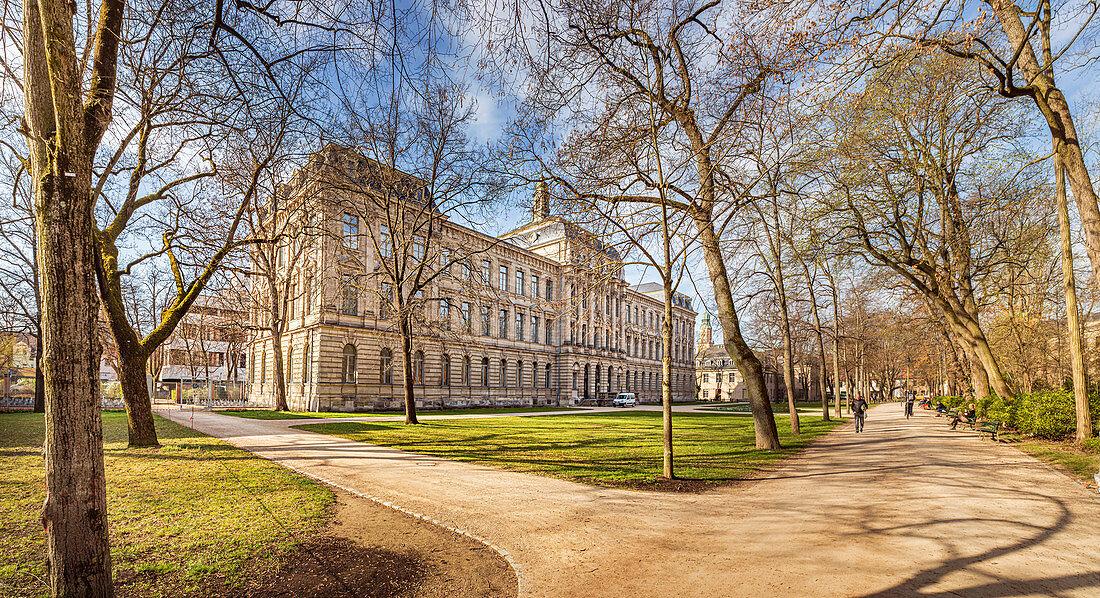 Friedrich-Alexander-Universität Erlangen-Nürnberg und Schlossgarten in Erlangen, Mittelfranken, Bayern, Deutschland