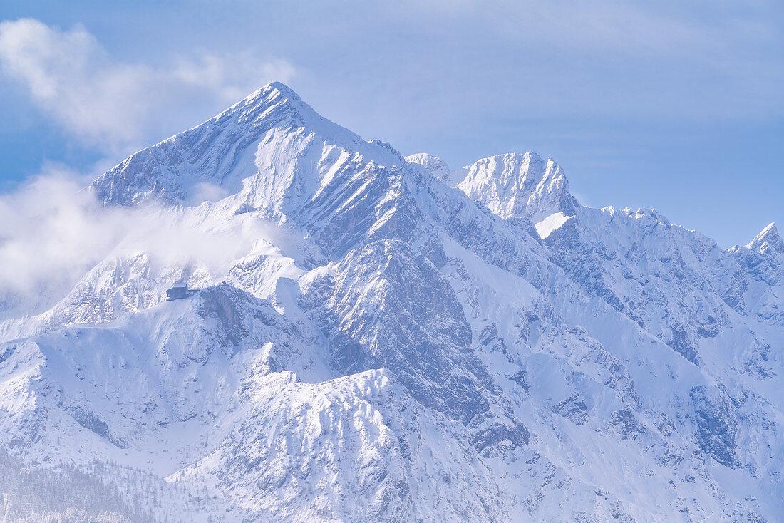 The Wetterstein Mountains in winter dress, Garmisch-Partenkirchen, Bavaria, Germany, Europe