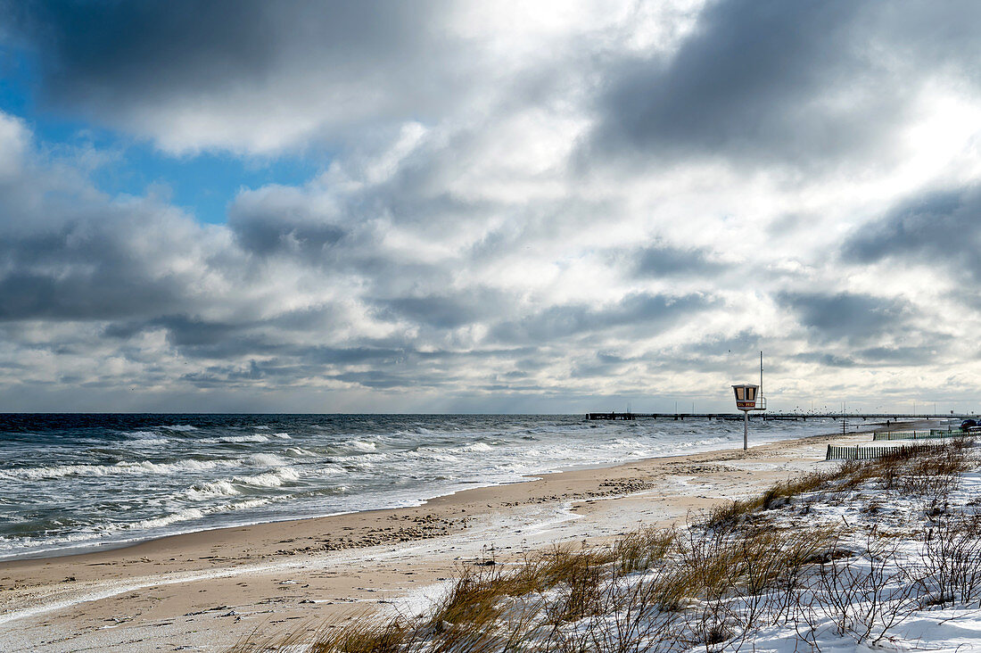 Winter impression on the beach in Dahme, Baltic Sea, Ostholstein, Schleswig-Holstein, Germany
