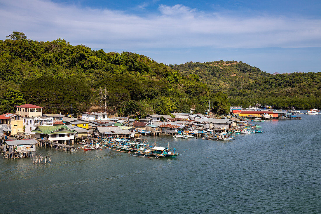 Houses on stilts and traditional Filipino Banca outrigger canoes, Barangay II, Coron, Palawan, Philippines, Asia