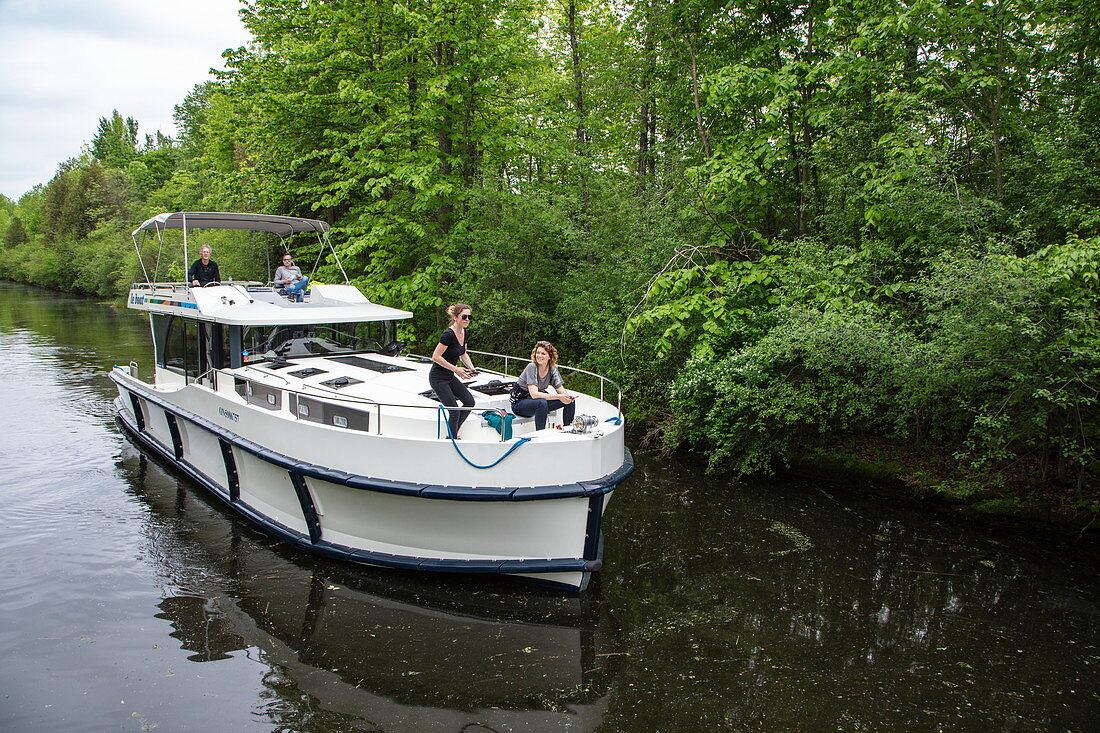 Le Boat Horizon houseboat on the River Tay River, near Perth, Ontario, Canada, North America