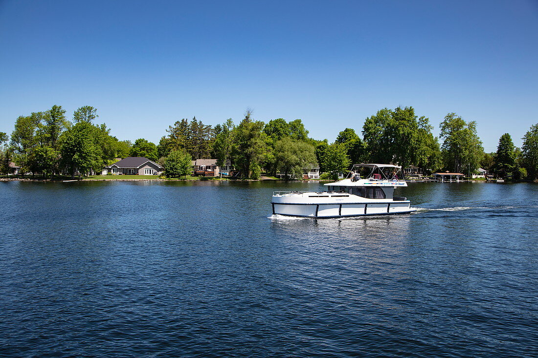 Le Boat Horizon houseboat on lake with houses on shore, Lower Rideau Lake, Ontario, Canada, North America,