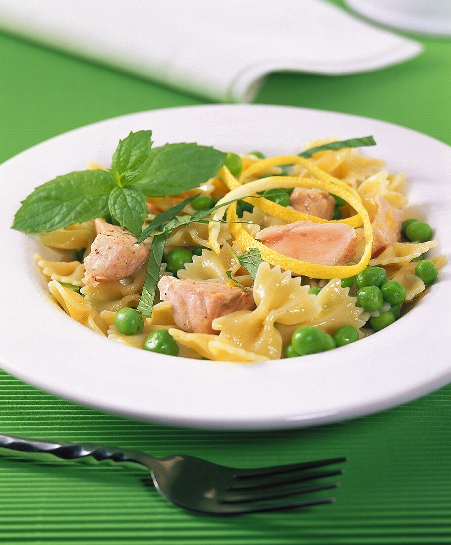 Farfalle with salmon, peas and mint leaves