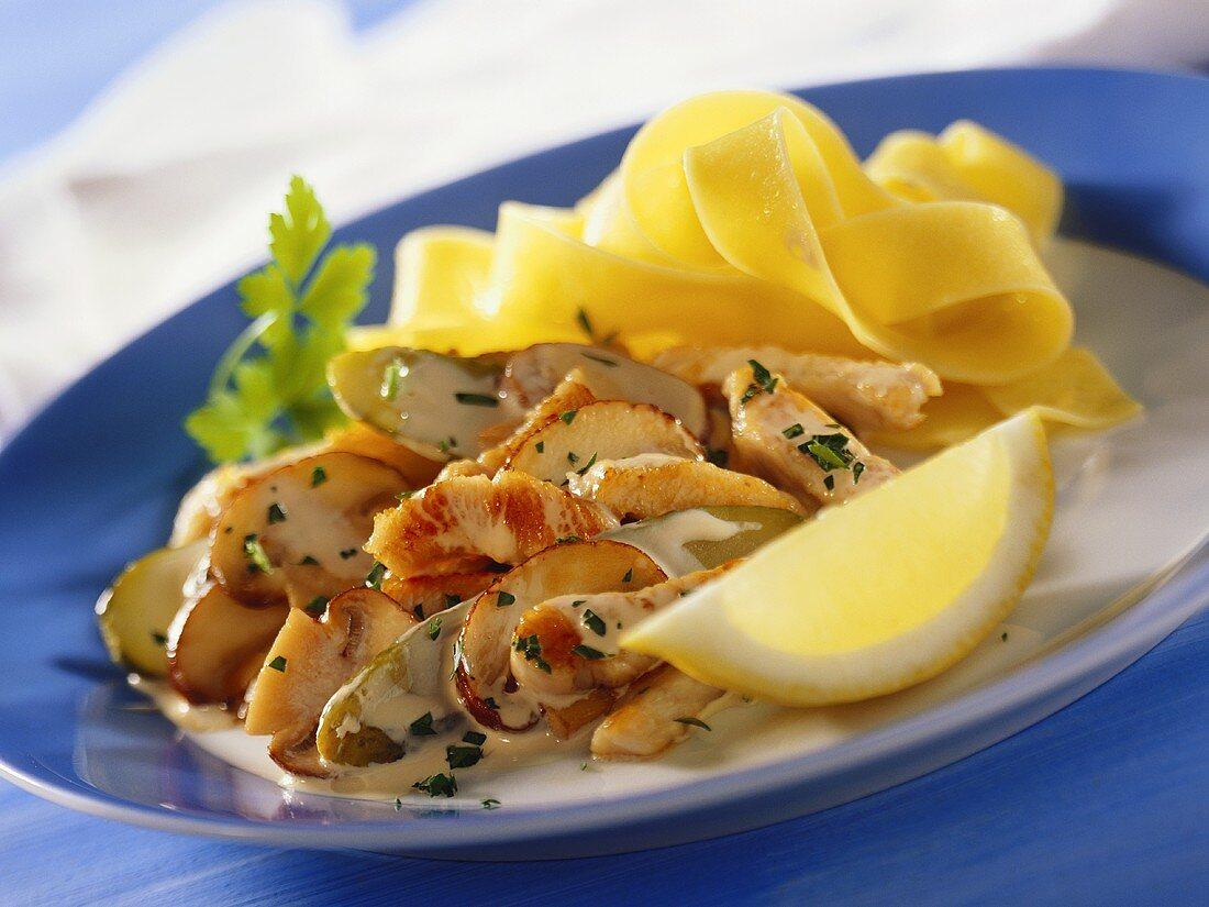 Turkey stroganoff (with mushrooms and gherkin)