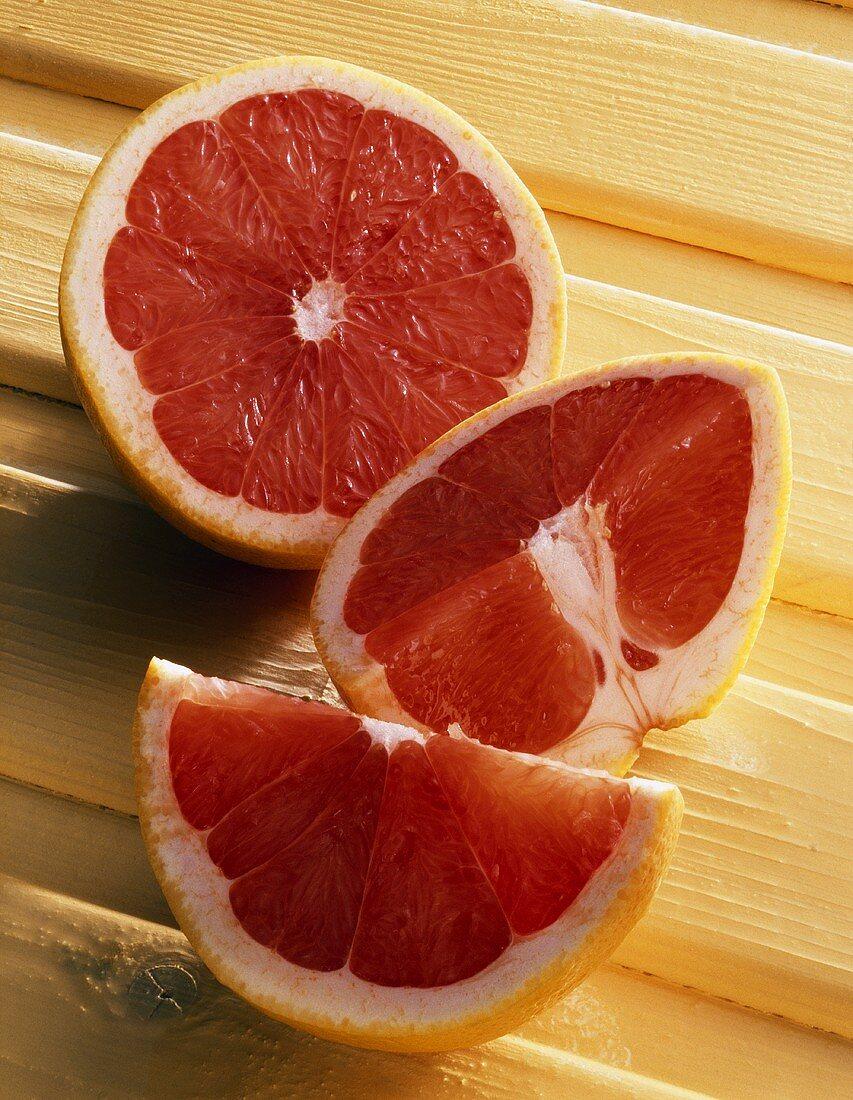 Pink grapefruit, cut open