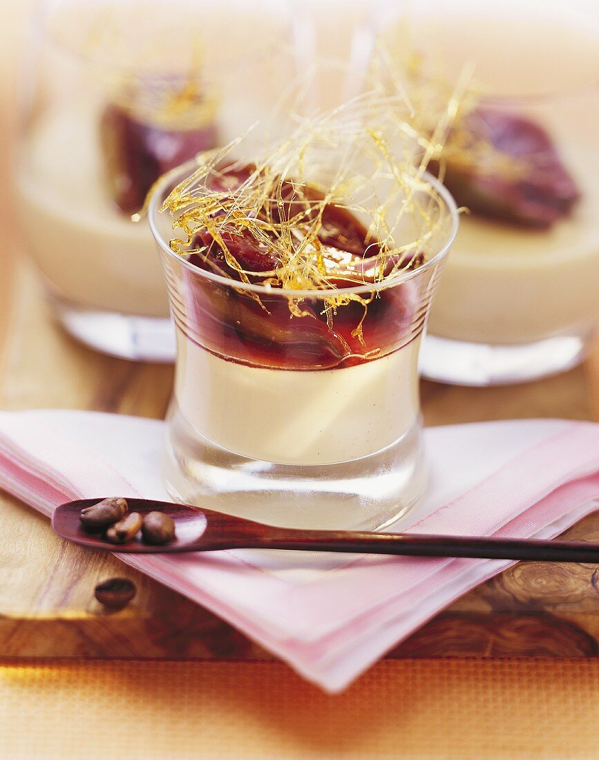 White coffee cream with figs in red wine and caramel strands