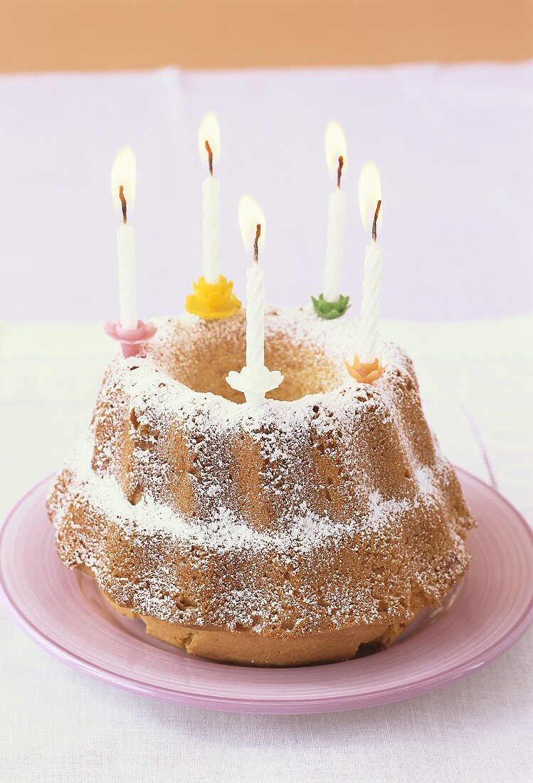 Gugelhupf with five candles