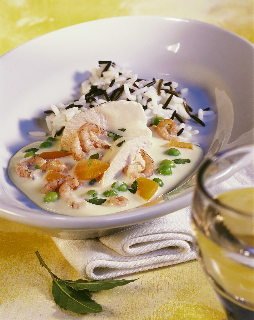 Chicken fricassee with shrimps and peas