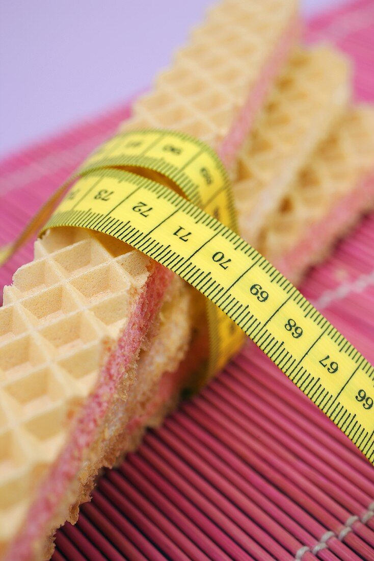 Cream-filled wafers with tape measure
