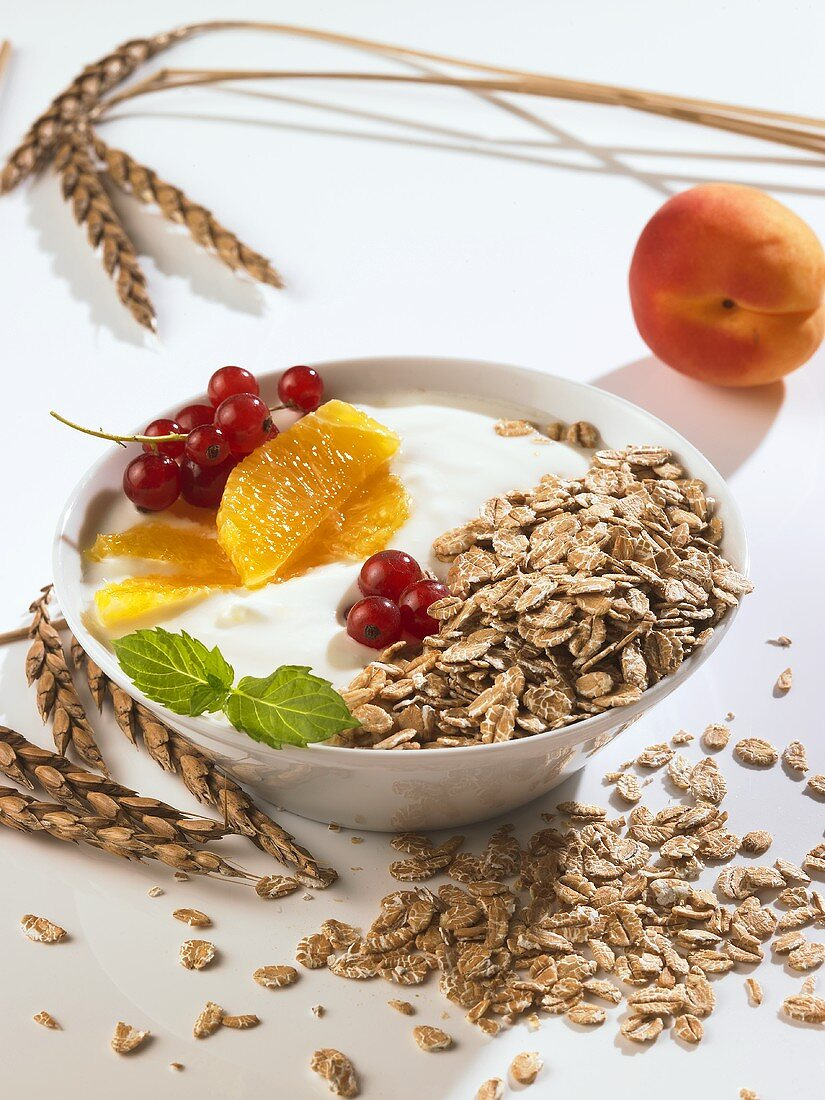 Yoghurt with rolled oats and fruit