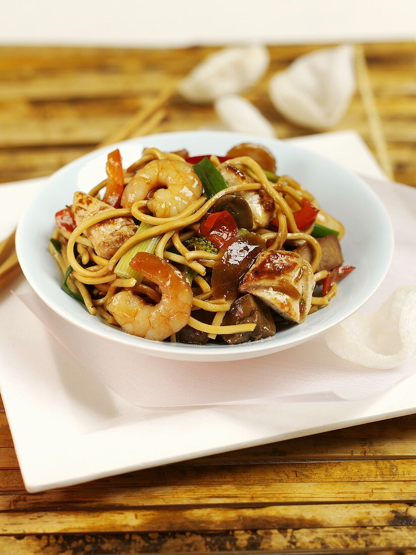 Fried noodles with shrimps and mushrooms