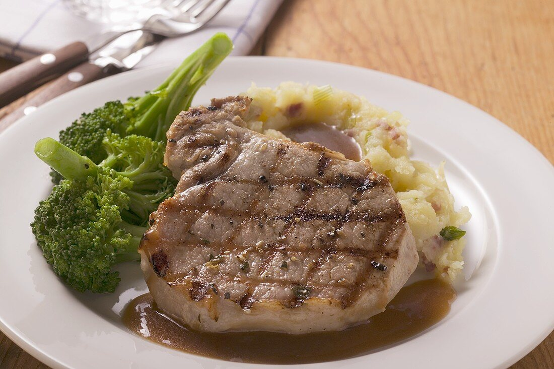 Grilled pork chop with broccoli and mashed potato
