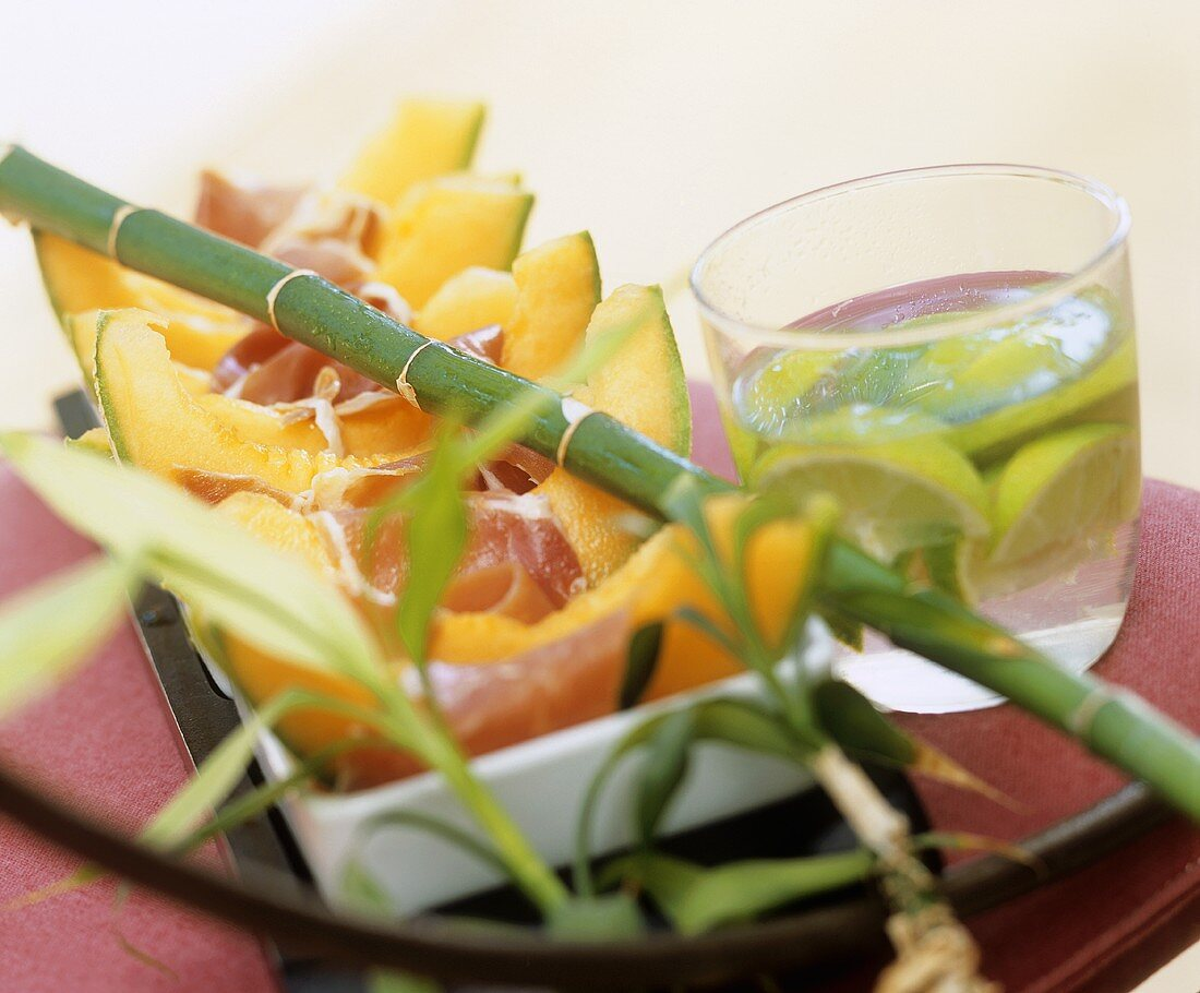 Melon with ham and lime drink
