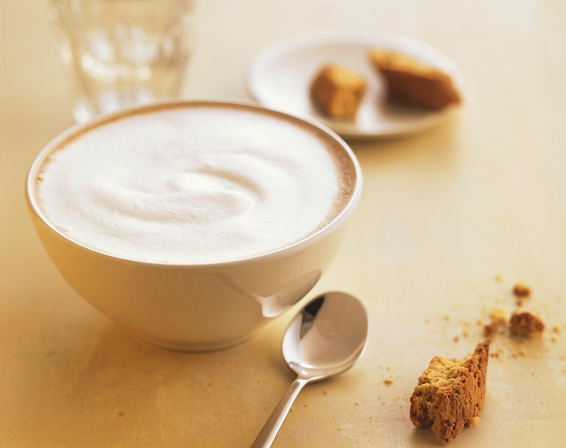 Milky coffee with cantuccini
