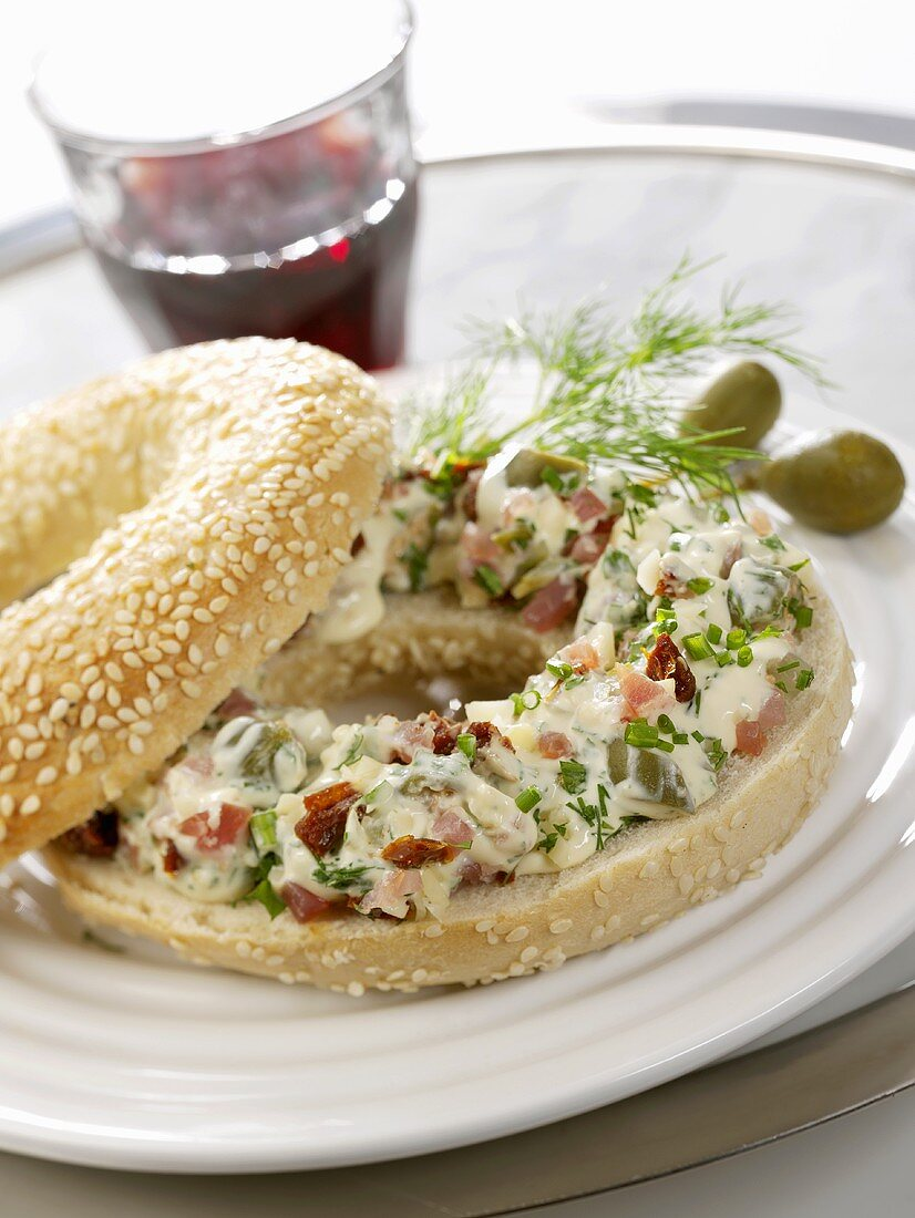 Sesame bagel filled with soft cheese & lachsschinken spread