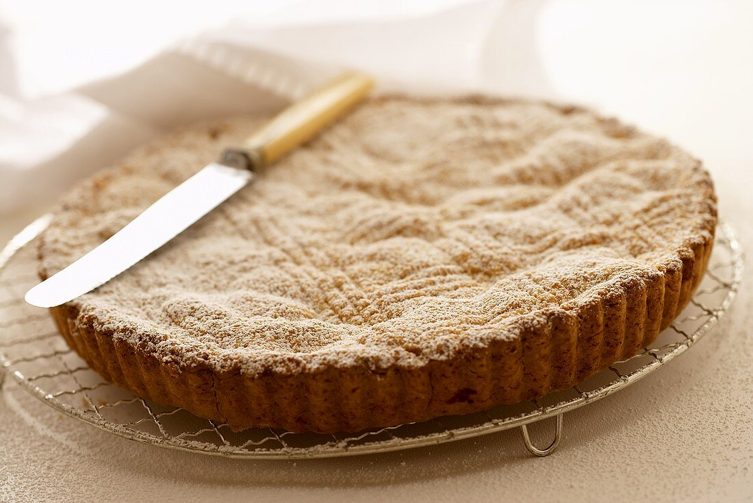 Apple pie with knife