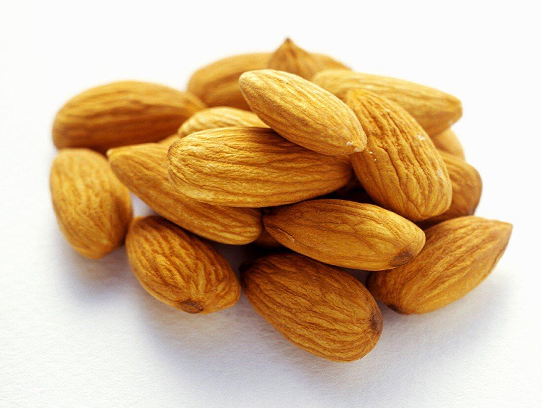 Almonds, unshelled
