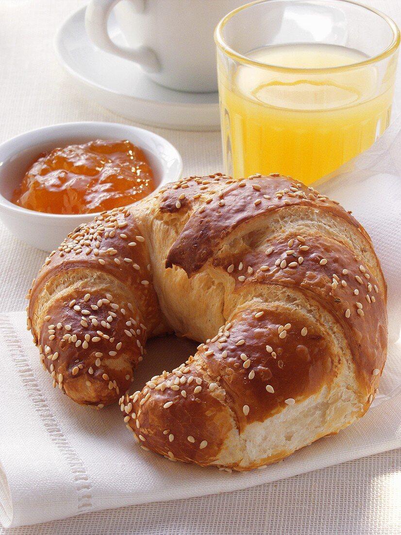 Croissant with sesame, orange marmalade & grapefruit juice