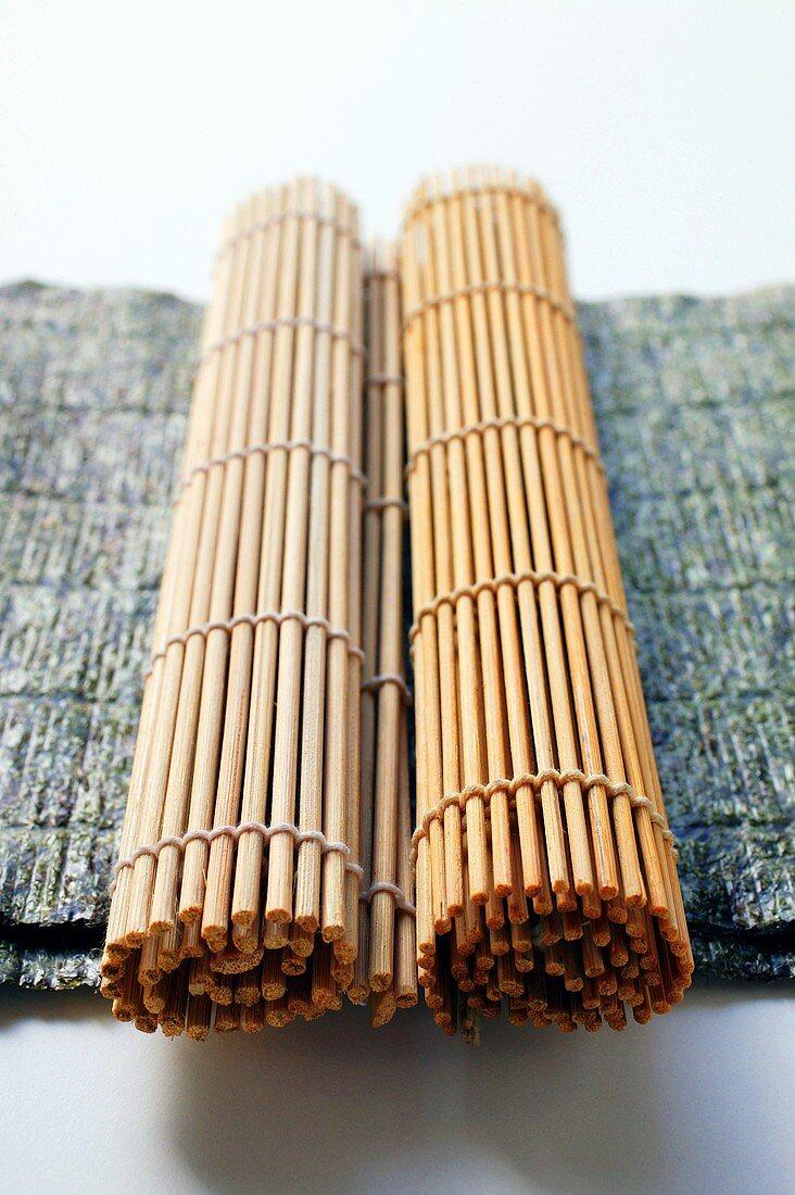 Nori sheets with bamboo mats