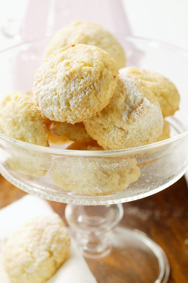Amaretti with icing sugar in dessert bowl